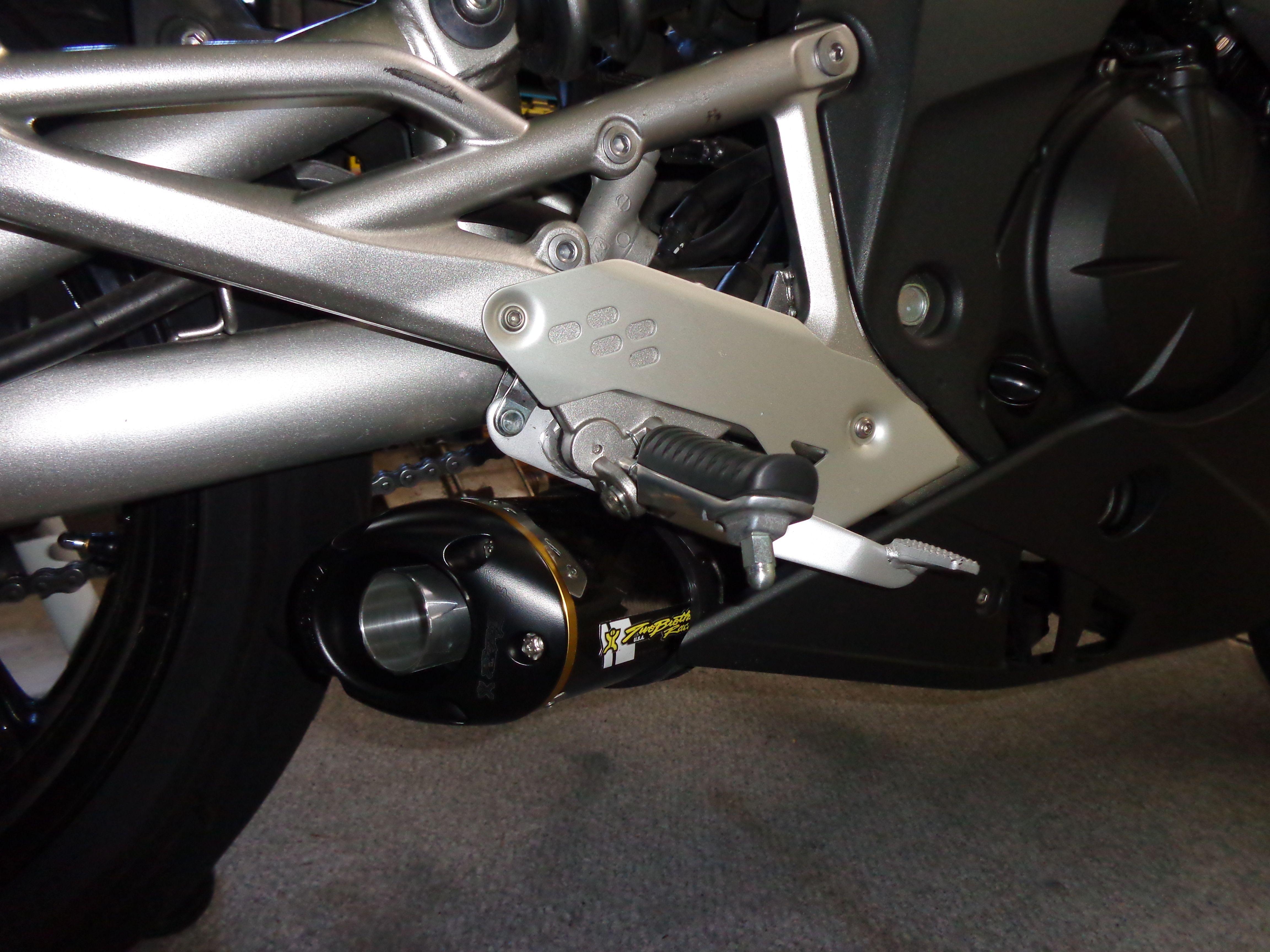 TwoBrothers Carbon Fiber Slip-on exhaust   RiderForums com